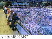 Купить «Интерактивный макет Москвы в павильоне 75 на ВДНХ», фото № 29149937, снято 23 сентября 2018 г. (c) Виктор Тараканов / Фотобанк Лори