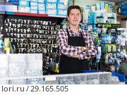 Купить «Employee selling nuts, screw and fasteners», фото № 29165505, снято 4 мая 2017 г. (c) Яков Филимонов / Фотобанк Лори