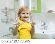Купить «Kid washing hands and showing soapy palms», фото № 29173205, снято 4 июля 2020 г. (c) Оксана Кузьмина / Фотобанк Лори