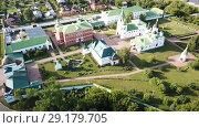 Купить «View from drones of Spaso-Preobrazhensky monastery in Murom», видеоролик № 29179705, снято 27 июня 2018 г. (c) Яков Филимонов / Фотобанк Лори