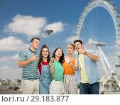 Купить «friends taking selfie over ferry wheel in london», фото № 29183877, снято 30 июня 2018 г. (c) Syda Productions / Фотобанк Лори