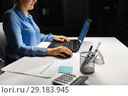 Купить «close up of businesswoman using computer mouse», фото № 29183945, снято 3 января 2018 г. (c) Syda Productions / Фотобанк Лори