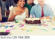 Купить «team greeting coworker at office birthday party», фото № 29184389, снято 3 сентября 2017 г. (c) Syda Productions / Фотобанк Лори