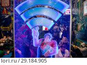 """Место предоставления бесплатного интернет сервиса Wi-Fi на фоне баннера с изображением героев полнометражного мультфильма """"Ральф против Интернета"""" на фестивале Comic Con Russia (2018 год). Редакционное фото, фотограф Николай Винокуров / Фотобанк Лори"""