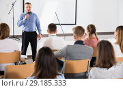 Купить «Male professor delivering speech to students», фото № 29185333, снято 25 июля 2018 г. (c) Яков Филимонов / Фотобанк Лори