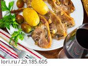 Купить «Roasted lamb ribs with potato», фото № 29185605, снято 17 октября 2018 г. (c) Яков Филимонов / Фотобанк Лори