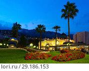 Cafe de Paris Monte-Carlo, площадь Казино, вечерний вид, Монте-Карло, Монако (2018 год). Редакционное фото, фотограф Ольга Коцюба / Фотобанк Лори