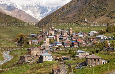 Купить «Ushguli mountain village with traditional Svan towers, Upper Svaneti, Georgia», фото № 29186633, снято 28 сентября 2018 г. (c) Юлия Бабкина / Фотобанк Лори