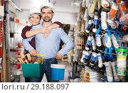 Купить «spouses in helmet with paint and instruments», фото № 29188097, снято 16 февраля 2018 г. (c) Яков Филимонов / Фотобанк Лори