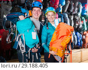 Купить «couple to choose backpacks for hiking», фото № 29188405, снято 25 октября 2017 г. (c) Яков Филимонов / Фотобанк Лори