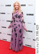 Купить «The Glamour Women of The Year Awards at Berkeley Square in London - Arrivals Featuring: Nicole Kidman Where: London, United Kingdom When: 06 Jun 2017 Credit: WENN.com», фото № 29198429, снято 6 июня 2017 г. (c) age Fotostock / Фотобанк Лори