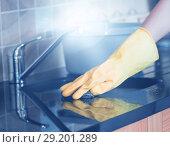 Купить «Cropped image of woman cleaning kitchen», фото № 29201289, снято 22 октября 2019 г. (c) Wavebreak Media / Фотобанк Лори