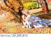 Купить «Мама с дочерью на фоне осеннего пейзажа», фото № 29205813, снято 1 октября 2018 г. (c) Момотюк Сергей / Фотобанк Лори