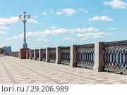 Купить «Beautiful forged fence on the embankment of the Volga River against a blue sky background with clouds.», фото № 29206989, снято 9 августа 2017 г. (c) Акиньшин Владимир / Фотобанк Лори