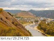 Купить «Ural village among the mountain peaks and taiga.», фото № 29214725, снято 9 сентября 2017 г. (c) Акиньшин Владимир / Фотобанк Лори