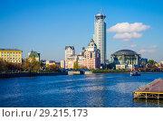 Купить «Вид на Москва-реку с Новоспасского моста, Москва», фото № 29215173, снято 24 октября 2016 г. (c) Natalya Sidorova / Фотобанк Лори