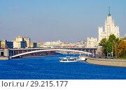 Купить «Вид на Москва-реку с Новоспасского моста, Москва», фото № 29215177, снято 24 октября 2016 г. (c) Natalya Sidorova / Фотобанк Лори