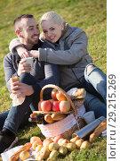 Купить «Spouses lounging at picnic outdoors», фото № 29215269, снято 18 октября 2018 г. (c) Яков Филимонов / Фотобанк Лори
