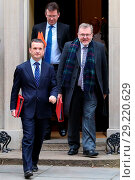 Купить «Ministers attend weekly Cabinet Meeting at 10 Downing Street Featuring: Alun Cairns Secretary of State for Wales, David Mundell Secretary of State for...», фото № 29220629, снято 5 декабря 2017 г. (c) age Fotostock / Фотобанк Лори