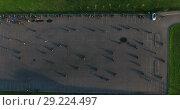 Купить «Автомобильная парковка в качестве площадки для тренировки навыков вождения мотоцикла, вид сверху», видеоролик № 29224497, снято 30 мая 2018 г. (c) Кекяляйнен Андрей / Фотобанк Лори