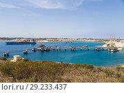 Купить «Марсашлокк, Мальта. Танкер в порту у нефтяного терминала», фото № 29233437, снято 18 сентября 2016 г. (c) Rokhin Valery / Фотобанк Лори