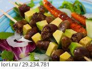 Купить «Fried shish-kebab from chicken hearts with avocado and fresh lettuce», фото № 29234781, снято 22 октября 2018 г. (c) Яков Филимонов / Фотобанк Лори