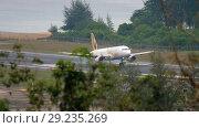 Купить «Airbus 320 landing in Phuket», видеоролик № 29235269, снято 28 ноября 2017 г. (c) Игорь Жоров / Фотобанк Лори