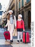 Купить «female and child girl going with baggage», фото № 29240665, снято 19 ноября 2017 г. (c) Яков Филимонов / Фотобанк Лори