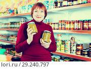 Купить «woman buyer shopping canned jar of peas», фото № 29240797, снято 15 декабря 2017 г. (c) Яков Филимонов / Фотобанк Лори