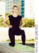 Купить «Girl doing workout outdoors», фото № 29240937, снято 5 июля 2017 г. (c) Яков Филимонов / Фотобанк Лори