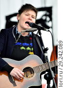 Купить «Grace Petrie - singer-songwriter - performing in Hyde Park before the People's Walk for Wildlife, London, 22nd Sept 2018.», фото № 29242089, снято 22 сентября 2018 г. (c) age Fotostock / Фотобанк Лори
