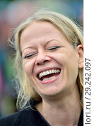 Купить «Sian Berry - co-leader of the Green Party - in Hyde Park before the People's Walk for Wildlife, London, 22nd Sept 2018.», фото № 29242097, снято 22 сентября 2018 г. (c) age Fotostock / Фотобанк Лори