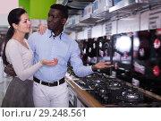 Купить «Cheerful couple chooses cooktop in store», фото № 29248561, снято 21 февраля 2018 г. (c) Яков Филимонов / Фотобанк Лори