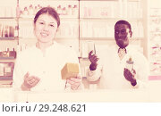 Купить «woman apothecary offering medication», фото № 29248621, снято 2 марта 2018 г. (c) Яков Филимонов / Фотобанк Лори
