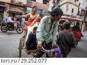 Купить «India, Varanasi, rickshaw», фото № 29252077, снято 4 марта 2018 г. (c) age Fotostock / Фотобанк Лори