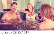Купить «Girlfriends with man are talking in pool», фото № 29257017, снято 18 июля 2017 г. (c) Яков Филимонов / Фотобанк Лори