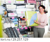 Купить «Mature woman near bedspreads shelves», фото № 29257129, снято 21 февраля 2019 г. (c) Яков Филимонов / Фотобанк Лори