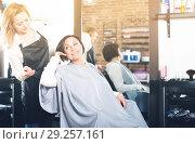 Купить «Woman consults with a young hairdresser», фото № 29257161, снято 7 марта 2017 г. (c) Яков Филимонов / Фотобанк Лори