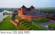 Купить «Замок Хяме крупным планом июльским утром (съемка с квадрокоптера). Хямеенлинна, Финляндия», видеоролик № 29262993, снято 21 июля 2018 г. (c) Виктор Карасев / Фотобанк Лори