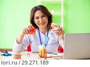 Купить «Woman dentist working on teeth implant», фото № 29271189, снято 11 июня 2018 г. (c) Elnur / Фотобанк Лори
