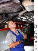 Купить «Mechanician repairing car», фото № 29274021, снято 4 сентября 2018 г. (c) Яков Филимонов / Фотобанк Лори