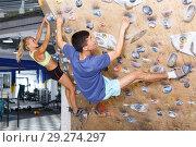 Купить «Couple of climbers on joint workout», фото № 29274297, снято 16 июля 2018 г. (c) Яков Филимонов / Фотобанк Лори