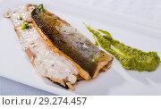 Купить «Grilled fillets of trout with tartar sauce», фото № 29274457, снято 22 октября 2018 г. (c) Яков Филимонов / Фотобанк Лори