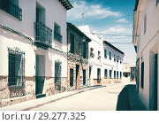 Купить «Ordinary street of spanish town. El Toboso», фото № 29277325, снято 23 августа 2013 г. (c) Яков Филимонов / Фотобанк Лори
