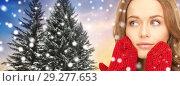 Купить «close up of woman in mittens over christmas tree», фото № 29277653, снято 10 октября 2010 г. (c) Syda Productions / Фотобанк Лори
