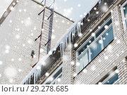 Купить «icicles on building or living house facade», фото № 29278685, снято 11 ноября 2016 г. (c) Syda Productions / Фотобанк Лори