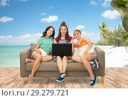 Купить «friends with laptop sitting on sofa over beach», фото № 29279721, снято 30 июня 2018 г. (c) Syda Productions / Фотобанк Лори