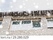 Купить «icicles on building or living house facade», фото № 29280029, снято 11 ноября 2016 г. (c) Syda Productions / Фотобанк Лори