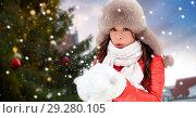 Купить «woman blowing to snow over christmas tree», фото № 29280105, снято 7 января 2017 г. (c) Syda Productions / Фотобанк Лори