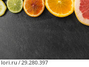 Купить «close up of different citrus fruit slices», фото № 29280397, снято 4 апреля 2018 г. (c) Syda Productions / Фотобанк Лори